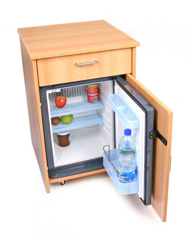 table de nuit avec frigo dometic ds400 mod le encastr tables de nuit pour la chambre. Black Bedroom Furniture Sets. Home Design Ideas